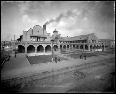 Fred Harvey's Hotel Castañeda, Las Vegas, New Mexico; Western History/Genealogy Department, Denver Public Library.